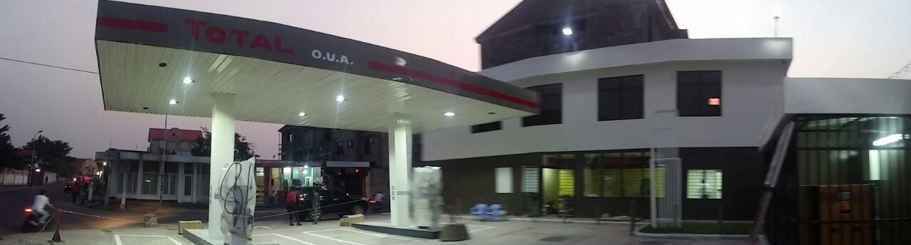 La toute première station service de GLEN en pleine construction
